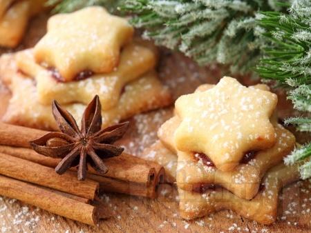 Лесни коледни сладки с канела, масло и шипков мармалад - снимка на рецептата